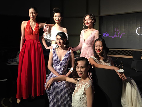 6 Chinese models pose in evening dresses.