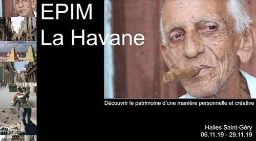 Portrait d'un Cubain fumant le cigare, entouré d'un cadre noir et de photos de Cuba.