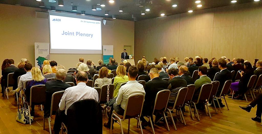 Les délégués régionaux assistent à une présentation.