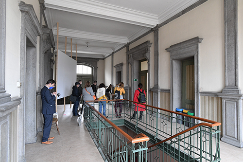 Journalists on the upper floor of the building, view of the corridor and the staircase.