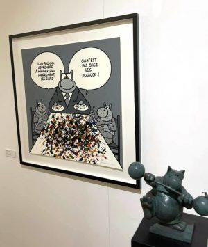 Dessin et figurine du Chat de Ph. Geluck, présentés dans l'exposition