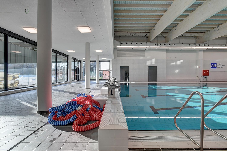 Binnenaanzicht van het zwembad