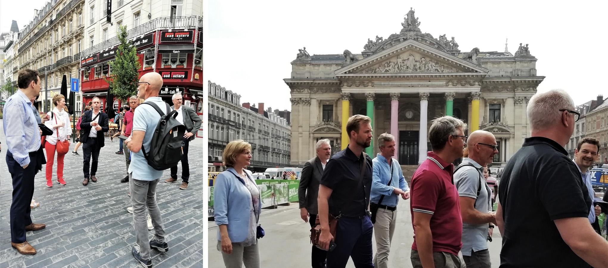 Les membres de la délégation norvégienne écoutent le guide et ensuite passent devant la Bourse, Bruxelles
